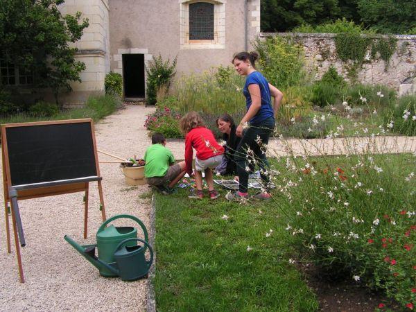 Atelier enfant dans le jardin du chateau