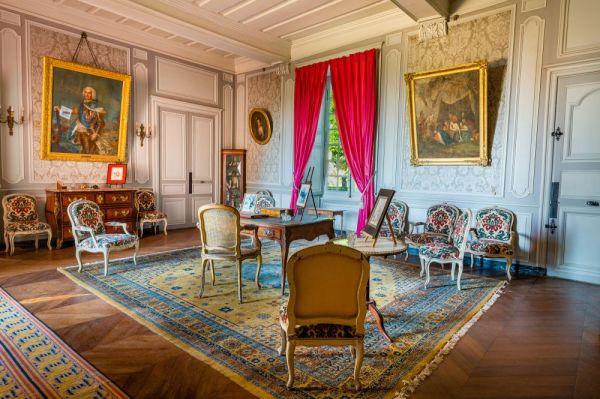 Interieur du salon du chateau de Gizeux