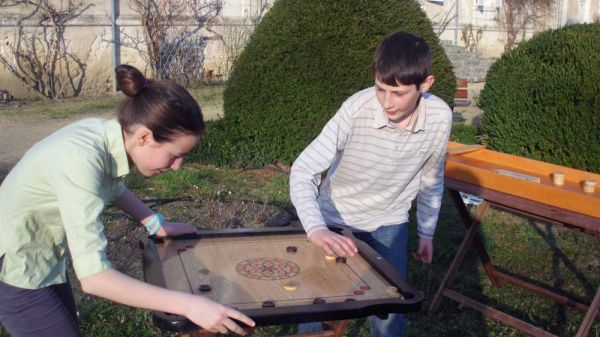 Deux personnes qui jouent