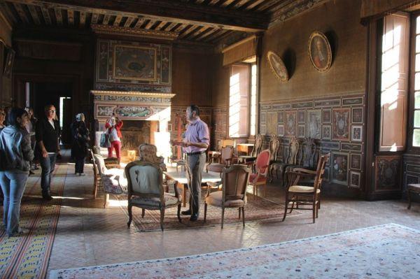 Visite en groupe de l'interieur du chateau