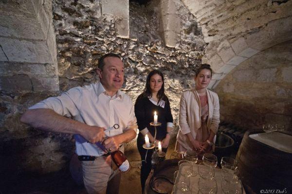 Visite de la cave du chateau et dégustation de vin