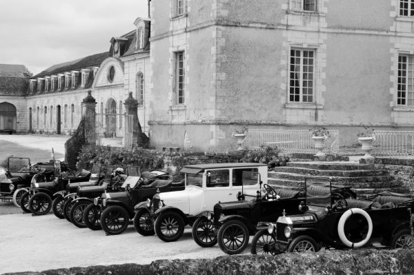 Groupe de voitures anciennes