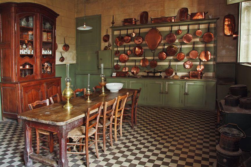 cuisines dans un chateau chateau de gizeux. Black Bedroom Furniture Sets. Home Design Ideas